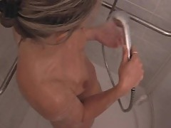 Sexy Mother washing her hawt love tunnel